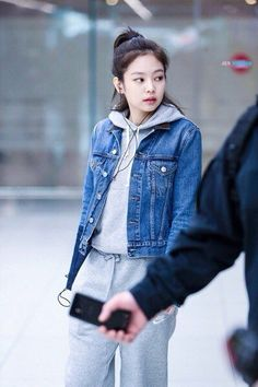 Your source of news on YG's current biggest girl group, BLACKPINK! Please do not edit or remove the. Blackpink Fashion, Asian Fashion, Fashion Outfits, Womens Fashion, Boyish Outfits, Stage Outfits, Jennie Kim Blackpink, Daily Look, Asian Style