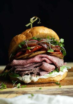 Beef Sandwich Recipe with Horseradish Cream - this roast beef sandwich is seriously epic loaded up with homemade potato and sweet potat chips, balsamic roasted shallots, arugula, micro greens, radishes and basil horseradish cream sauce on a Kaiser roll. Roast Beef And Cheddar, Horseradish Cream Sauce, Beef Recipes, Cooking Recipes, Grilled Recipes, Cooking Food, Potato Recipes, Vegan Recipes, Roast Beef Sandwiches
