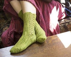 Magic Bean Stalk-ings, de Brenda K. B. Anderson. http://www.ravelry.com/patterns/library/magic-bean-stalk-ings