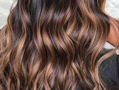 balayage caramel, cheveux longs, mèches caramel sur cheveux chataîn foncé Balayage Caramel, Cute Hairstyles, Dj, Long Hair Styles, Beauty, Design, Chestnut Hair Colors, Hair Coloring, Modern Hairstyles