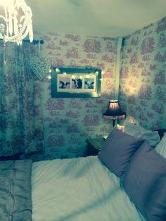 Laura Ashley toile wallpaper