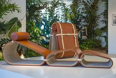 Louis Vuitton presenta, in occasione della Milano Design Week 2016, la Chaise Longue progettata dal designer olandese Marcel Wanders: una seduta da viaggio per stare comodi ovunque e con stile!!!! E'...