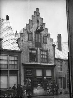 Lavendelstraat Amersfoort (jaartal: 1910 tot 1920) - J. van Doorn. (My great-grandfather's shop, on my grandmother's side).