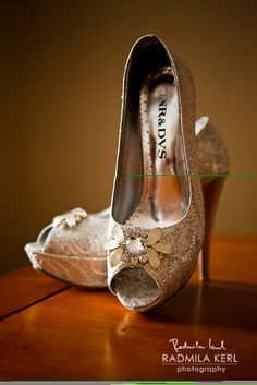 beautiful glittery wedding shoes - party heels (high heels / plateau heels) by © Radmila Kerl wedding photography munich wunderschöne Glitzer-Brautschuhe - Partyschuhe mit viel bling bling