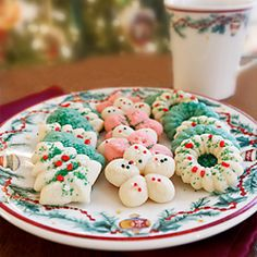 Spritz Cookies My all time favorite cookies, the ones my mother uses to try to tempt me into coming for a visit - Spritz Cookies.My all time favorite cookies, the ones my mother uses to try to tempt me into coming for a visit - Spritz Cookies. Spritz Cookies, Galletas Cookies, Yummy Cookies, Holiday Cookies, Holiday Treats, Holiday Recipes, Thumbprint Cookies, Chip Cookies, Christmas Sweets