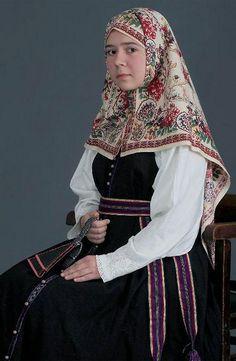 Beautiful Russian folk costume - Beauty will save Russian Traditional Dress, Traditional Fashion, Traditional Dresses, Russian Style, Russian Beauty, Russian Fashion, Costumes Around The World, Russian Culture, Russian Folk