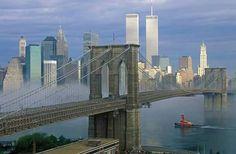 Brooklyn Bridge (New York - United States) World Trade Center Buildings, World Trade Center Nyc, Trade Centre, Ponte Do Brooklyn, Brooklyn Bridge New York, 11 September 2001, Remembering September 11th, Times Square, Us History