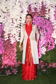 Mumbai: Karisma Kapoor at Akash - Shloka wedding reception (Batch - - Social News XYZ Saree Wearing Styles, Saree Styles, Winter Wedding Outfits, Indian Wedding Outfits, Saree Blouse Patterns, Saree Blouse Designs, Dress Designs, Indian Gowns, Indian Sarees