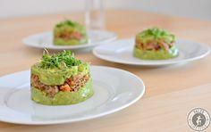 Das Avocado-Lachs-Tartar ist eine köstliche und sehr einfach zuzubereitende Vorspeise. Lachs liefert Omega 3 und auch die Avocado gehört zu den Superfoods!