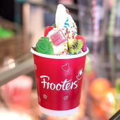 Wir gönnen uns jetzt erst mal einen Frozen Yoghurt von Frooters! Wir lieben die Toppings!  #ThierGalerie #ThierGalerieDortmund #FrozenYoghurt  #toppings #froyo #frooters #frozen #yoghurt #yummy #sommer #lecker #schmackofatz #Dortmund #foodporn #instafood #foodie #shoppingdortmund #dortmundliebe #igersdortmund #einkaufszentrum #bestofdortmund #welovedortmund #weloveshopping #dortmunder #shoppingcenter #ruhrgebiet #ruhrpott #shoppingcenter