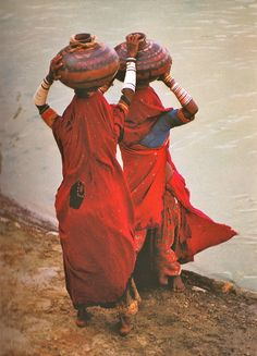 Rajasthani Women traveling with water