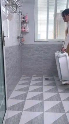 Small Bathroom With Shower, Guest Bathrooms, Downstairs Bathroom, Bathroom Layout, Modern Bathroom Design, Bathroom Interior Design, Bathroom Ideas, Bathroom Rugs, Small Bathtub