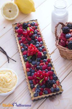Un'esplosione di colori con la crostata ai frutti di bosco! Elegante e deliziosa, è perfetta da proporre come dessert ad una cena importante o per stupire gli ospiti! Ricetta Giallo Zafferano