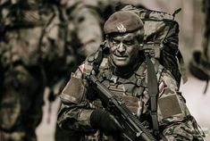 Special Ops, Special Forces, Poland Culture, Black Hawk Down, Delta Force, Paratrooper, Navy Seals, Photo Reference, Kobe Bryant