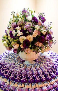 Lilac and Rose Wedding Decoration Ideas Purple Wedding Centerpieces, Purple Wedding Bouquets, Wedding Colors, Party Decoration, Flower Decorations, Wedding Decorations, Pretty Flowers, Purple Flowers, Rose Wedding