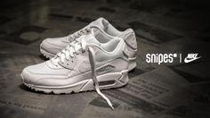 Cleaner weißer Colorway geht einfach immer - das scheint wohl das Motto dieses NIKE Air Max 90 Essential zu sein! Dieser passt einfach zu jedem Outfit. Jetzt wieder in den Größen 38.5 - 48.5 für 139,99 Euro unter www.snipes.com/nike erhältlich. #snipes #nike #airmax90