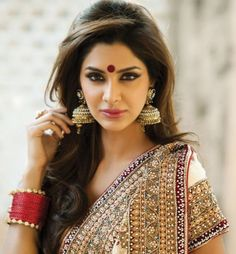 Get wide range of fashionable bridal sarees at Shiromani Sarees. are made up of High Quality Fabric and have Stones, Diamantes, Cutdana, Beads, Jari etc. Bridal Sarees are on occasions like Wedding. Indian Wedding Makeup, Indian Wedding Hairstyles, Indian Bridal, Bridal Hairstyles, Fashion Hairstyles, Bridal Makeup, Indian Party Makeup, Bride Indian, Hairstyle Wedding