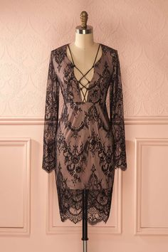 Cette jolie robe sera parfaite pour les festivals automnaux !  This pretty dress will be perfect for fall festivals!  Black lace long sleeved dress  https://1861.ca/products/faviola-dark
