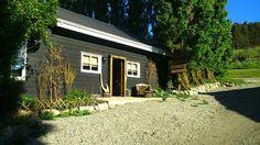 patagoniaestampa / Arte y Diseño / Tienda y Taller Garage Doors, Outdoor Decor, Plants, Home Decor, Home, Atelier, Store, Art, Decoration Home