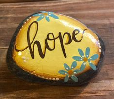 35 Awesome Painted Rocks Quotes Design Ideas 27 – Home Design Pebble Painting, Pebble Art, Stone Painting, Diy Painting, Rock Painting Ideas Easy, Rock Painting Designs, Paint Designs, Painted Rocks Craft, Hand Painted Rocks