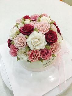 앙금 장미 돔 케이크(원데이 클래스 수강생 작품) #rosecake done by student #beanpasteflowercake#ricecake#domecake#flowercake#buttercreamcake#koreanflowercake#moroo_cake#specialcake#onedayclass##birthdaycake#莲花#花糕点#ハス(蓮)の花#rose#fleur_gâteau#flor_tarta#blume_kuchen  #플라워케이크#앙금플라워케이크#서울강서케이크공방#앙금떡케이크#원데이클래스#돔케이크#플라워케이크클래스#서울강서케이크공방#모루케이크#케이크클래스#블라썸케이크#기초취미반#앙금플라워클래스#케이크맛집  www.moroocake.com                          📱cake order&class: 010.6238.1063    📱kakaotalk ID: moroo1004
