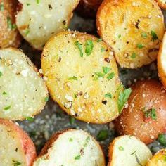 Delicious roasted potatoes with garlic