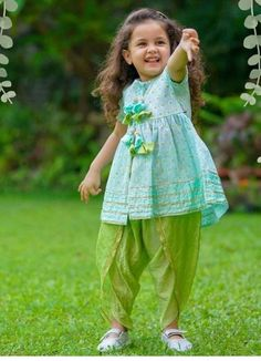 Dress for girls Hetal ponda selection Hetal Ponda Auswahl Kids Party Wear Dresses, Kids Dress Wear, Baby Girl Party Dresses, Kids Gown, Dresses Kids Girl, Kids Indian Wear, Kids Ethnic Wear, Kids Frocks Design, Baby Frocks Designs