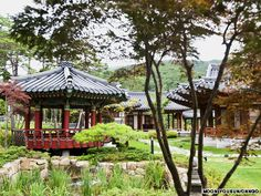 Unamjeong in Gangwon Province proves there's more to great dining than good food Seoul Travel Guide, Seoul Itinerary, Seoul Korea, Arts And Entertainment, Countries Of The World, Travel Destinations, Most Beautiful, Places To Visit, Outdoor Structures
