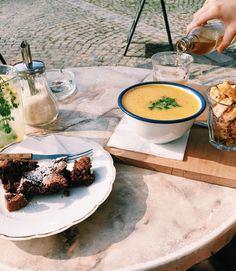 #latergram déjà nostalgique du soleil et du menu d'hier, chez Grand Maison 🍵🍞🍴 #grandmaison #liege #terrasse #soupe #gateau #delice #miam #lunch #cake #soup #foodporn #luik #belgianblogger #visitliege #wallonie #food #sunnyday #fall #instadaily