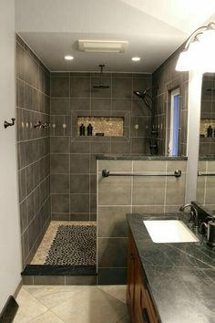 Bathroom Design Luxury, Bathroom Layout, Modern Bathroom Design, Tiny House Bathroom, Small Bathroom, Washroom, Behindertengerechtes Bad, Bathroom Design Inspiration, Glass