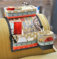 If you love sewing, then chances are you have a few fabric scraps left over. You aren't going to always have the perfect amount of fabric for a project, after all. If you've often wondered what to do with all those loose fabric scraps, we've … Sewing Hacks, Sewing Tutorials, Sewing Crafts, Sewing Tips, Sewing Caddy, Sewing Box, Sewing Accessories, Sewing Projects For Beginners, Hand Sewing Projects