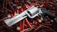 レイジングジャッジ ブラジルのタウルス社がカージャック対策を始めとした護身用にと開発した回転式拳銃でショットシェルを撃つことができる。同社レイジングブルの外観を元に作られており28ゲージ弾を使用する。装弾数は5発