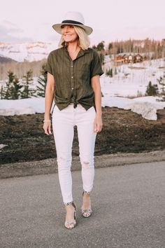 Affordable White Jeans and how to wear them featuring JCPenney skinny jeans, green a. top, and python sandals Best White Jeans, Womens White Jeans, How To Wear White Jeans, Busbee Style, Fitted Prom Dresses, Perfect Prom Dress, Work Looks, Spring Outfits, Summer Outfit