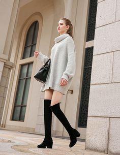 Cizme peste genunchi din piele stretch, cu toc gros de 7.5 cm. Tocul este comod si elegant (imbracat). Varf almond. Sneakers Fashion, Sweaters, Dresses, Vestidos, Sweater, Dress, Gown, Sweatshirts, Outfits