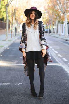 Sudadera/Sweatshirt: Buylevard (AW 15)  Falda/Skirt: Zara (Old)  Capa/Cape: Simona  Sombrero/Hat: Asos (AW 15)  Botines/Booties: Mustt (AW 15)