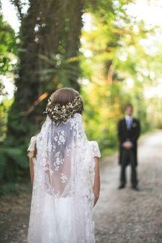 enchanted-forest-wedding-lace-bridal-veil-fresh-flowers