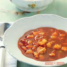 Szentesi tyúkgulyás Chana Masala, Chili, Food And Drink, Soup, Dishes, Ethnic Recipes, Hungary, Desk, Travel