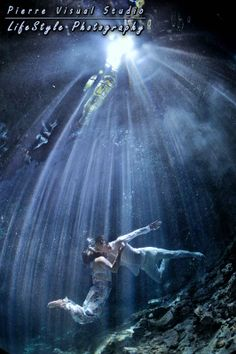 Just underwater Sunlight rays - Trash The Dress in Mexico