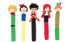 Have fun making these 5 crochet Bookmarks: The Little Prince, Snow White, Harry Potter, Little Red Riding Hood and Peter Pan appliques harry potter Book Day with Katia Crochet Bookmark pattern by Fil Katia Marque-pages Au Crochet, Crochet Gratis, Crochet Amigurumi, Crochet Books, Free Crochet, Doilies Crochet, Crochet Appliques, Harry Potter Bookmark, Harry Potter Crochet