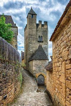 Medieval, Château de Beynac, France photo via abby