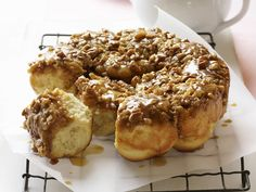 Sweet and nutty honey buns are delicious for after dinner or afternoon tea. Chelsea Bun Recipe, Honey Buns, Healthy Sweet Treats, Round Cake Pans, Eat Smarter, Sweet Bread, Cakes And More, Bread Baking, Pain