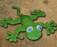 Wonderful lizard to crochet from free pattern. I love the feet the best!  Great idea for other things with toes!