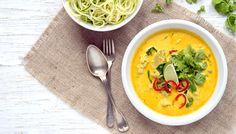 Thajská curry jsou skvělým způsobem jak rychle připravit jídlo a ještě si neuvěřitelně pochutnat. Při jejich přípravě si můžete hrát se surovinami. Lchf, Keto, Whole30, Thai Red Curry, Low Carb, Ethnic Recipes, Food, Meal, Essen