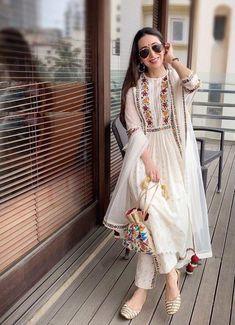 Kurta Designs, Simple Kurti Designs, Kurti Designs Party Wear, Dress Designs, Dress Indian Style, Indian Dresses, Indian Outfits, Pakistani Fashion Party Wear, Pakistani Formal Dresses