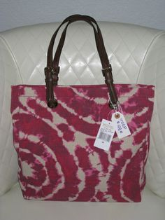 'BNWT Michael Kors Jet Set Item Grab Bag Canvas ' is going up for auction at  1pm Sun, Feb 9 with a starting bid of $125.