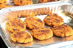 Quinoa- og søtpotetburger - LINDASTUHAUG Tapas, Muffin, Health Fitness, Vegetarian, Breakfast, Food, Breakfast Cafe, Meal, Health And Wellness