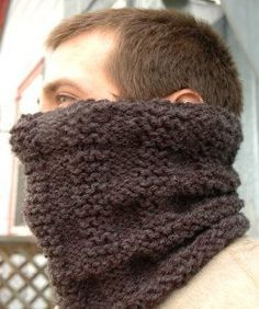 This free cowl pattern makes the perfect gift for men. Download the Maplewood Cowl for free!