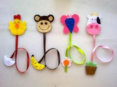 Nadihan Özdemir i 4 innych osób zapisało 5 Twoich . Felt Diy, Felt Crafts, Fabric Crafts, Sewing Crafts, Diy And Crafts, Sewing Projects, Crafts For Kids, Arts And Crafts, Felt Bookmark