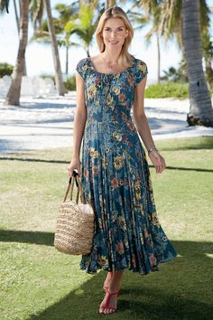 fashion over 50 women petite fifty not frumpy Stylish Dresses, Cute Dresses, Casual Dresses, Summer Dresses, Over 50 Womens Fashion, Fashion Over 50, Classic Outfits, Dress Skirt, Clothes For Women