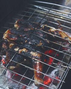 هى مش محروقه بس التتبيله بتاعتها كان فيها باربريكا و صوصات حمرا هى اللى عملت فى جلده الفرخه كده... İt's not burnt.. #food #chicken #chefslife #Foods #Foodie  #Foodblogger #cooking #FoodPhotographer#FoodPhotography #FoodStylist #Foodstagram #FoodGram #FoodGasm #vscofood #Vscodaily #Vscocook #Food_Vsco #Foodoftheday #Onthetable #Wholefood #food52 #f52grams #Feedfeed #Yahoofood #Thekitchn #buzzfeast #buzzfeedfeed #onmytable #inmykitchen#instafood